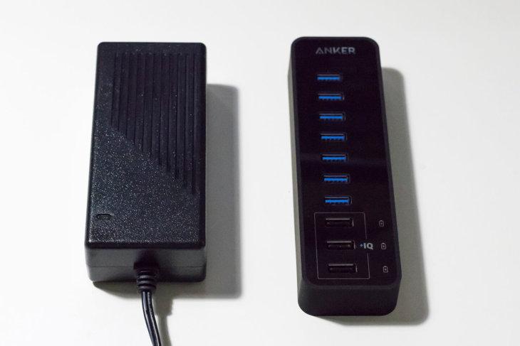 Anker USBハブ本体とACアダプタ